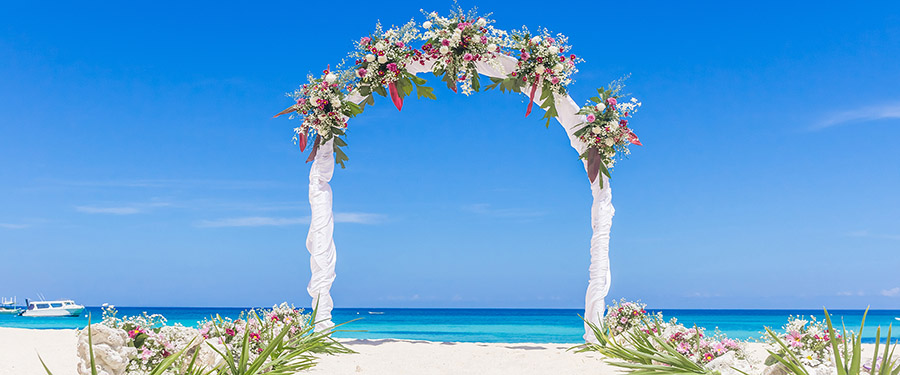 8 Reasons to Plan Your Beach Wedding